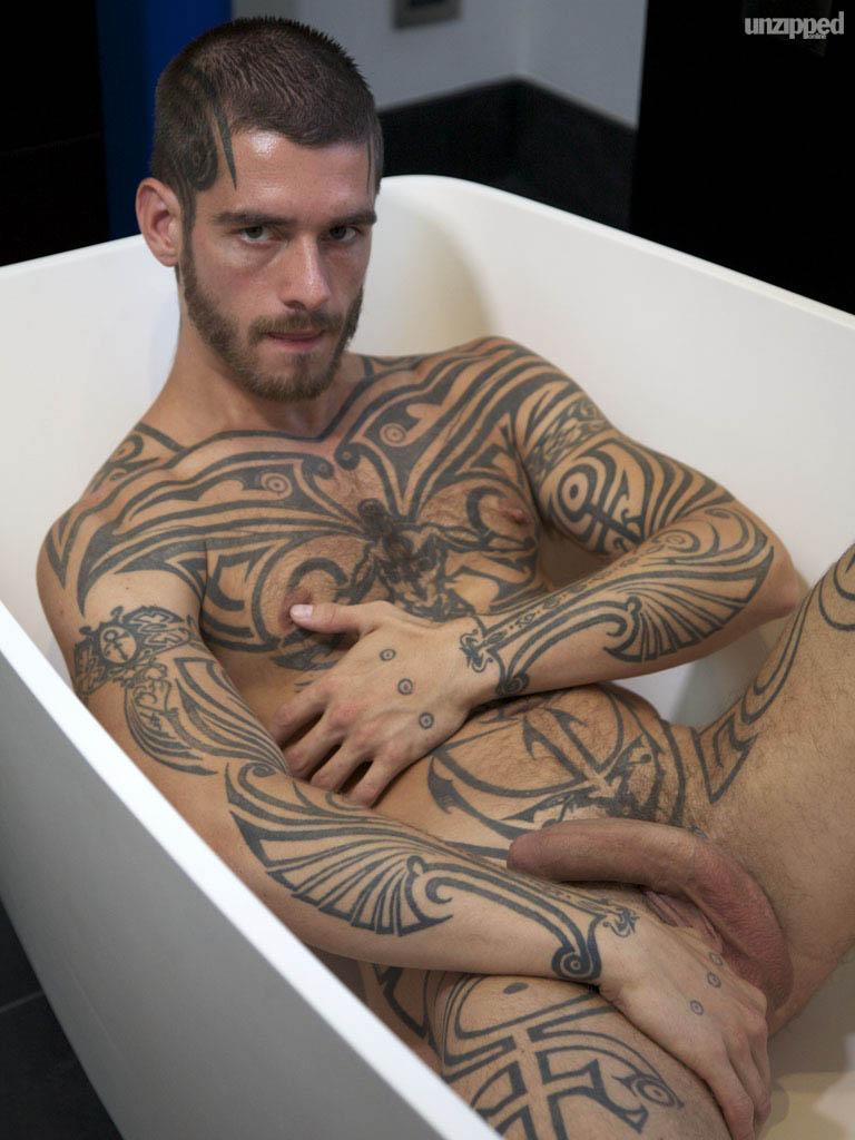 escort sexo anal tatuajes gay